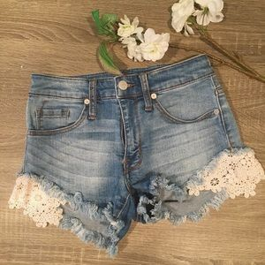 Summertime lacy jean shorts ☀️